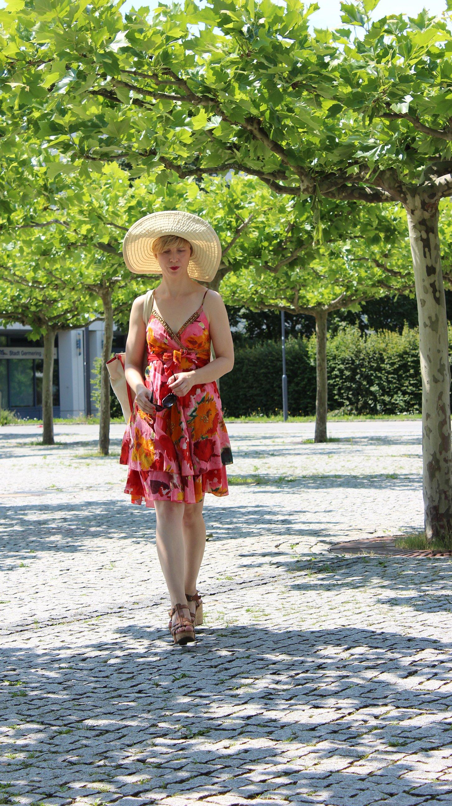 IMG_9651a_BenettonHat_PaulGreenShoes_Flowerdress