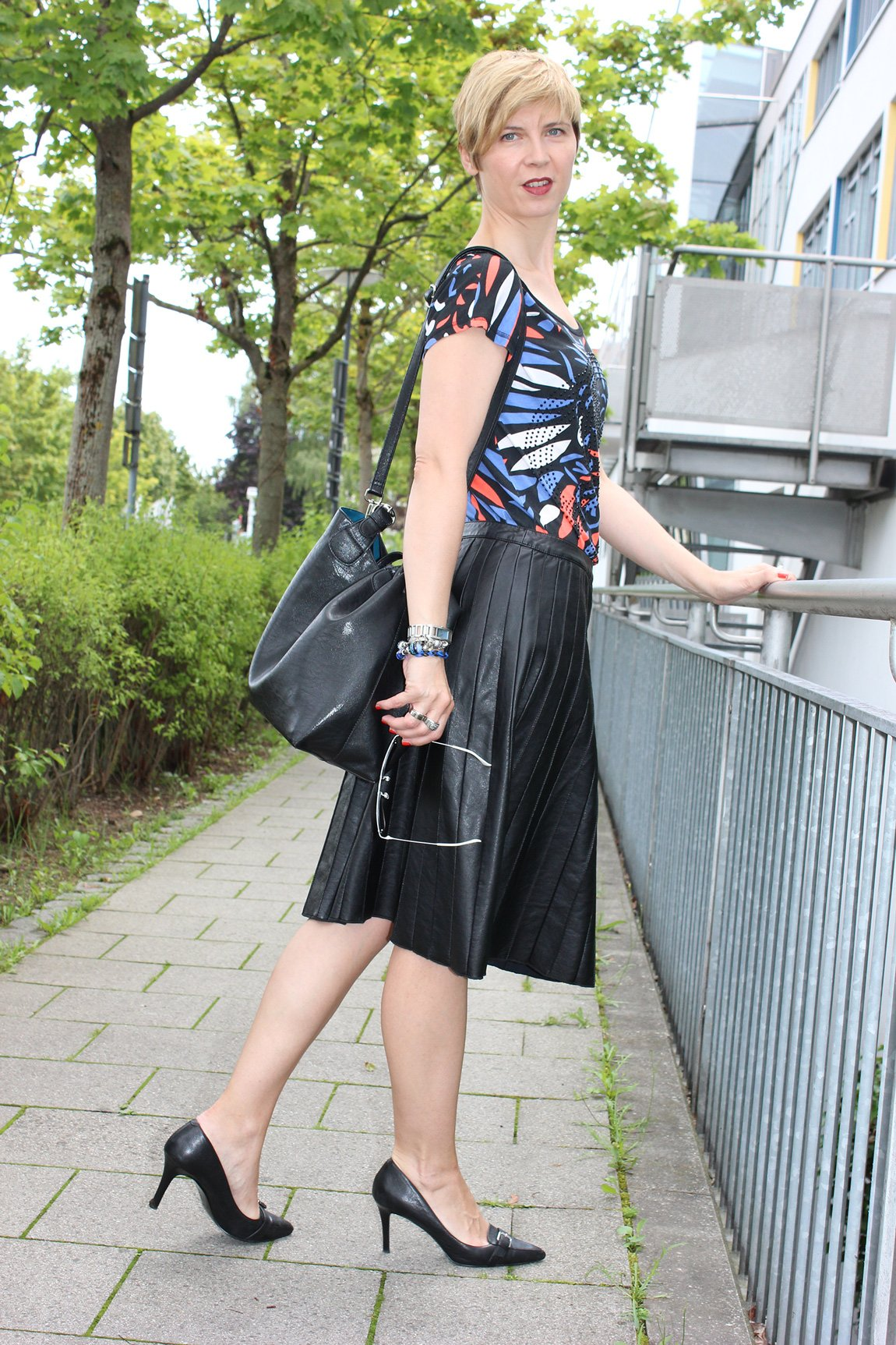 IMG_0263a_Sisley_blackfakeleather_printshirt_ralphlauren_pumps