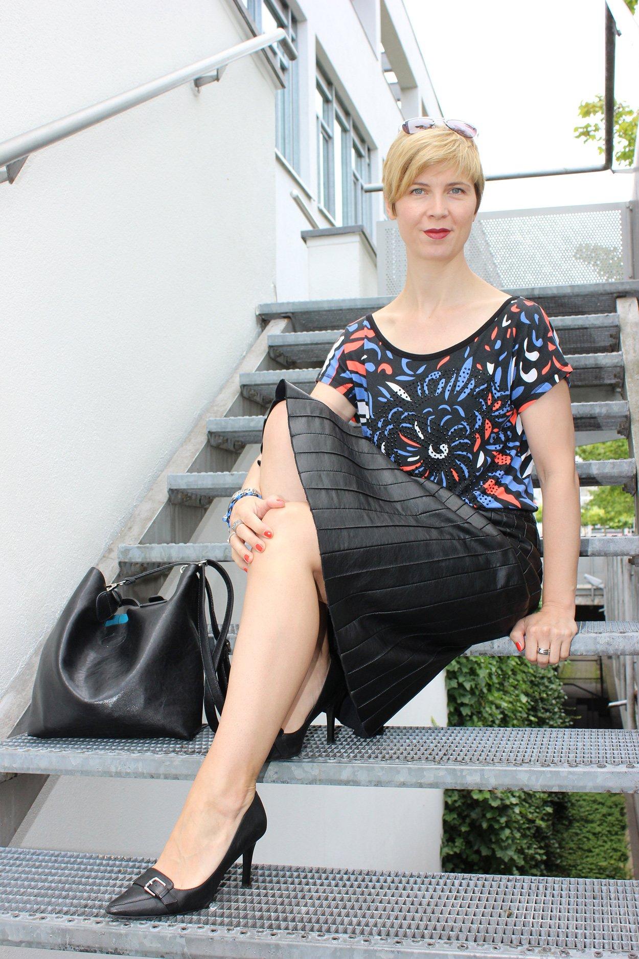 IMG_0273a_Sisley_blackfakeleather_printshirt_ralphlauren_pumps