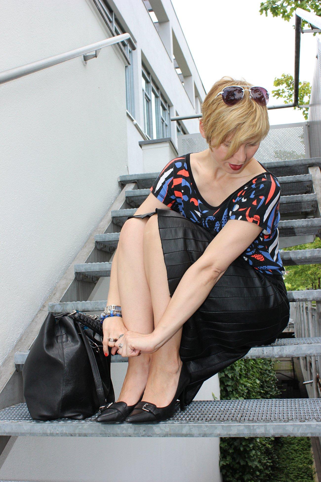 IMG_0282a_Sisley_blackfakeleather_printshirt_ralphlauren_pumps