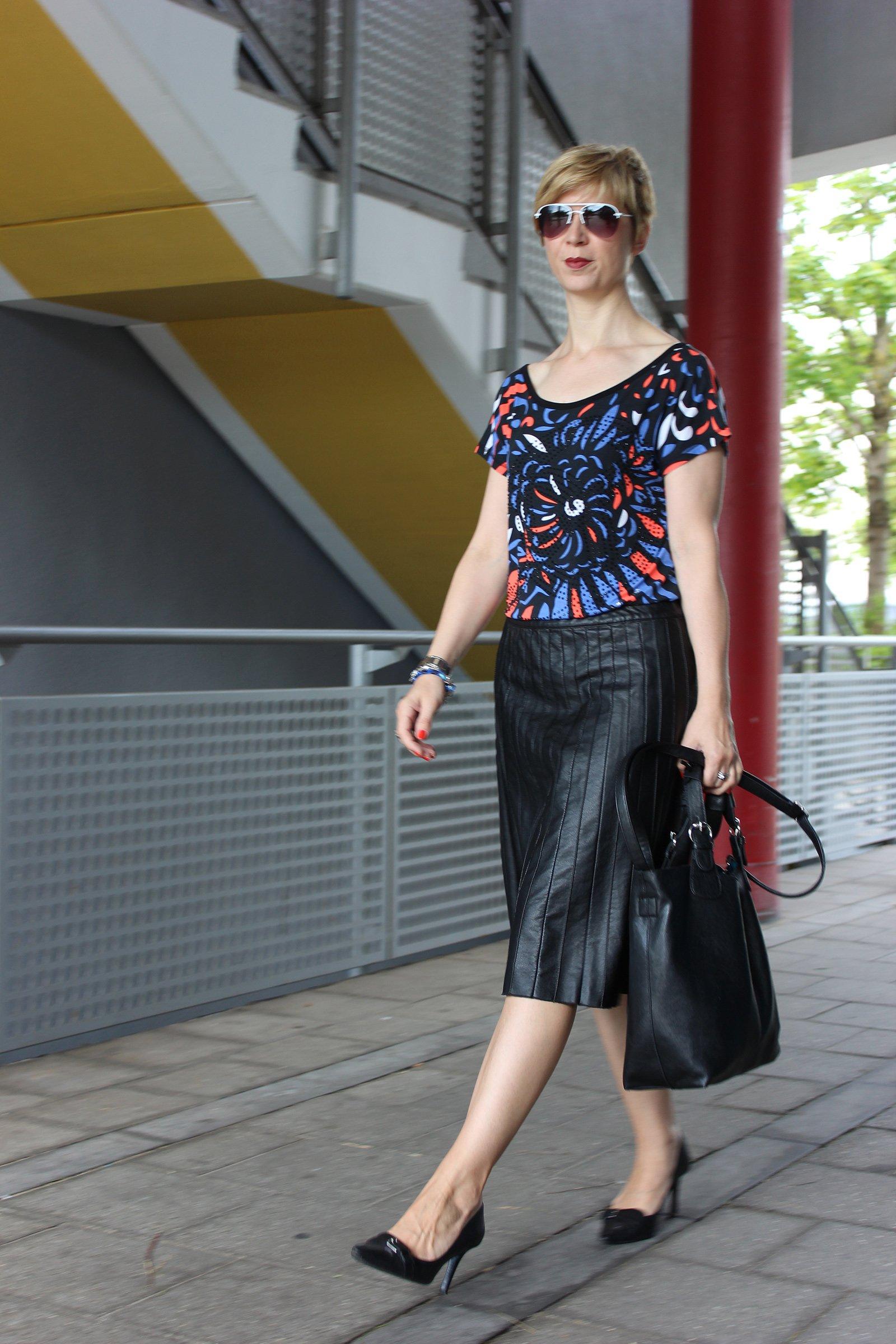 IMG_0327a_Sisley_blackfakeleather_printshirt_ralphlauren_pumps