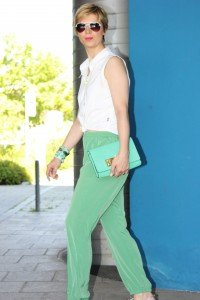 IMG_9316a_Seidenhose_Rosalia_casualSommerOutfit_weißeBluse_Sandals_Boden