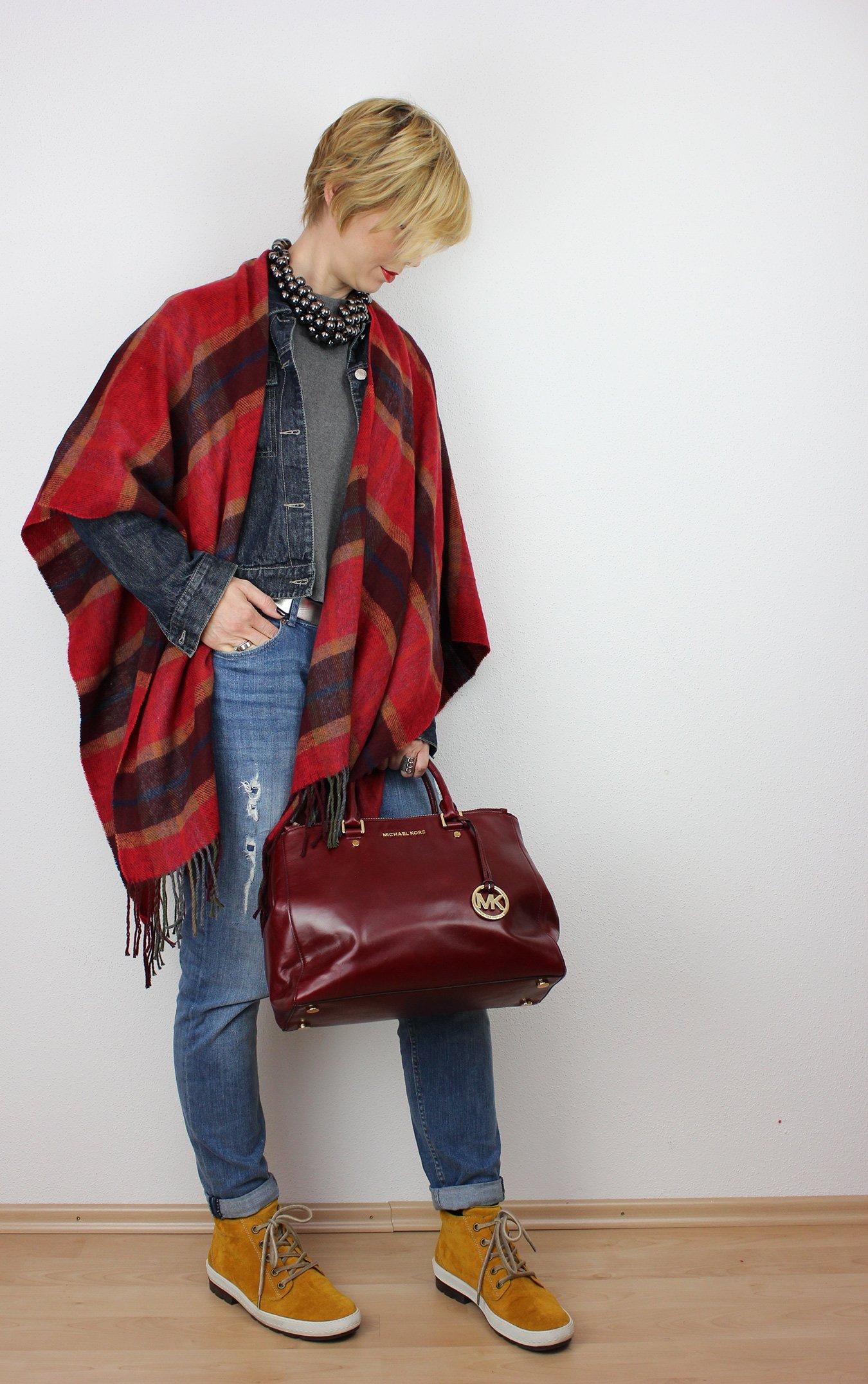 IMG_3193a_OversizedScarf_BoyfriendJeans_Cape_rot_senfgelb_MichaelKors