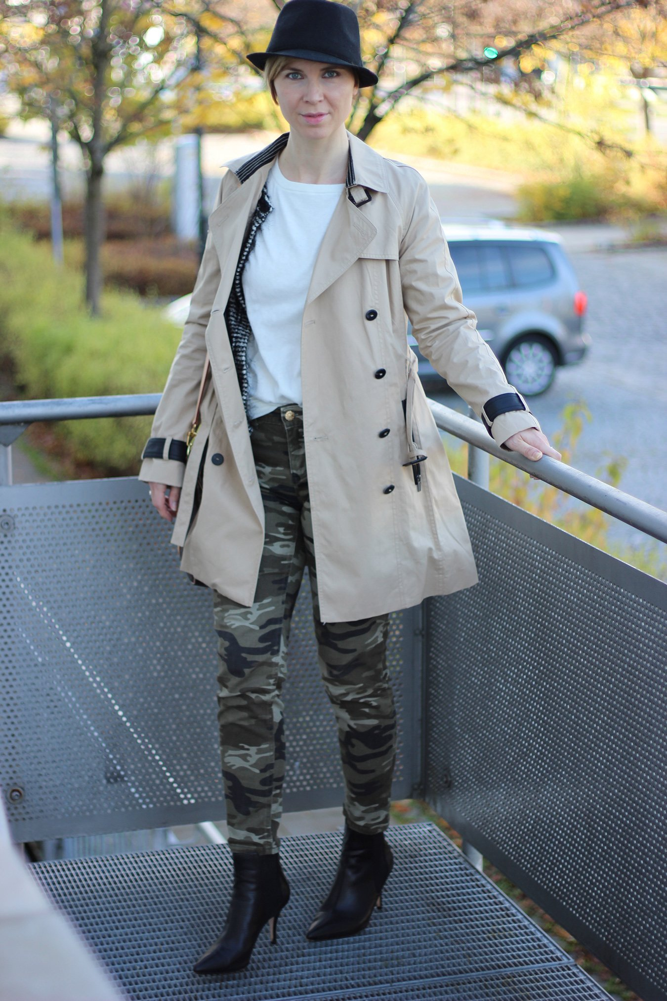 IMG_3604_Camouflage_Hose_Mango_Trench_Chanel_RichandRoyal_blackandwhite_Booties_Stiefeletten