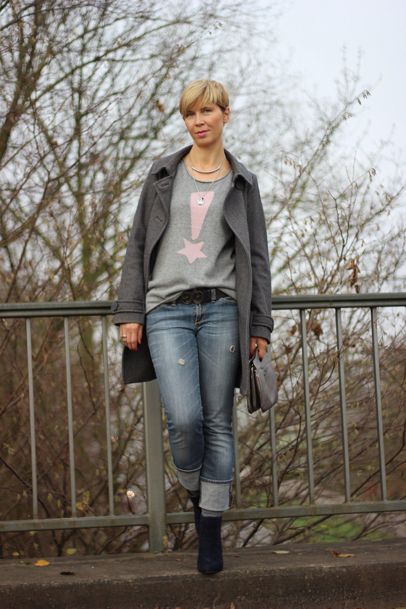 IMG_4527a_ConnyDoll_Kaschmirpulli_SOliver_Jeans_Booties_dunkelblau_rosaundgrau