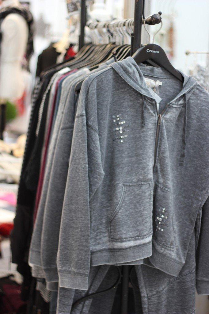 IMG_5026a_JaGenau_Kleidungsstücke