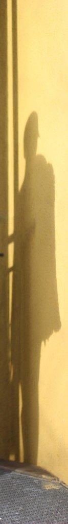 IMG_7918a_FlaredLeg_Mavi_Oversized_Pulli_FakeFur_Schatten