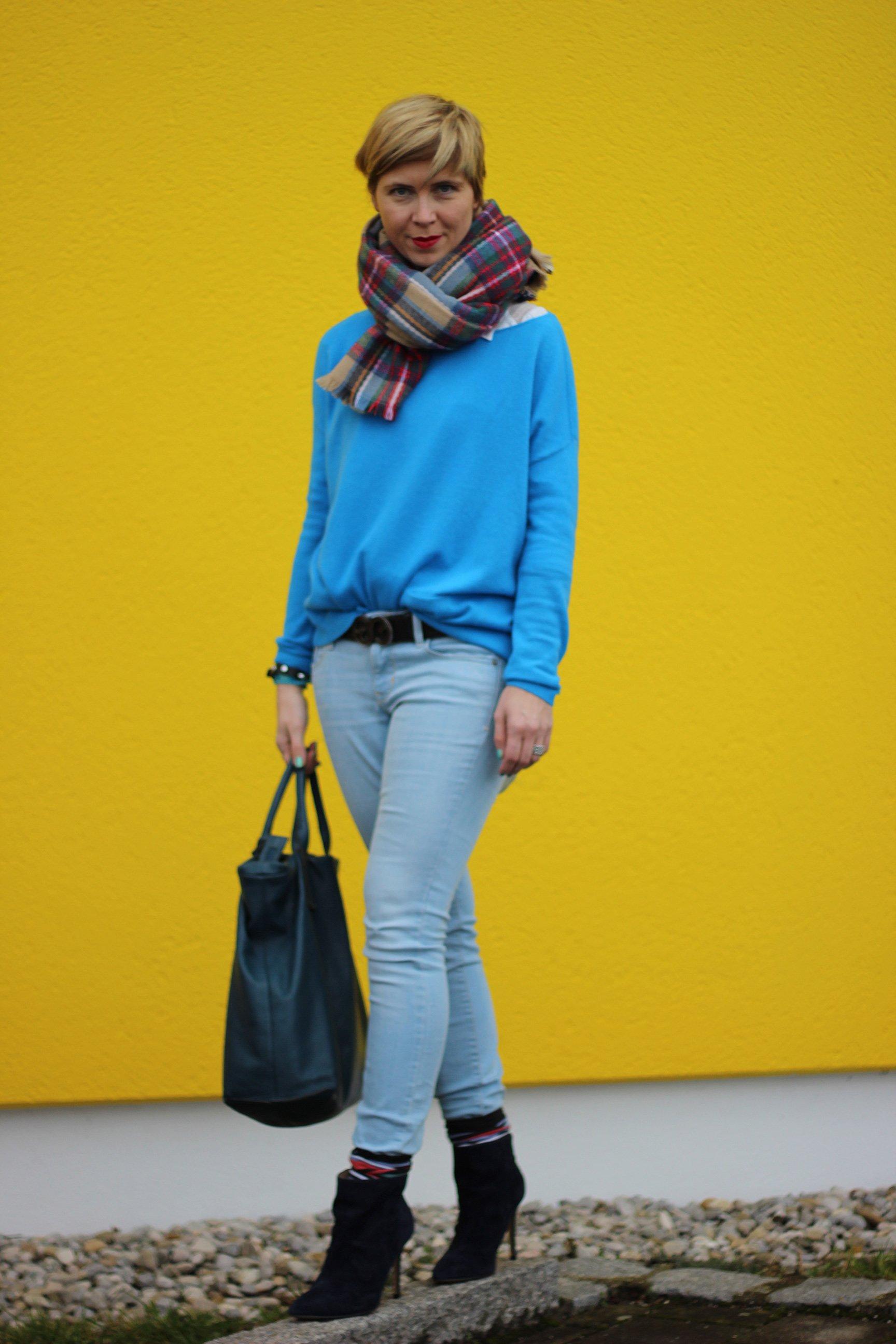 IMG_8273a_Blau_Blue_Schumacher_OldNavy_Pulli_Jeans_Booties_XXLSchal_