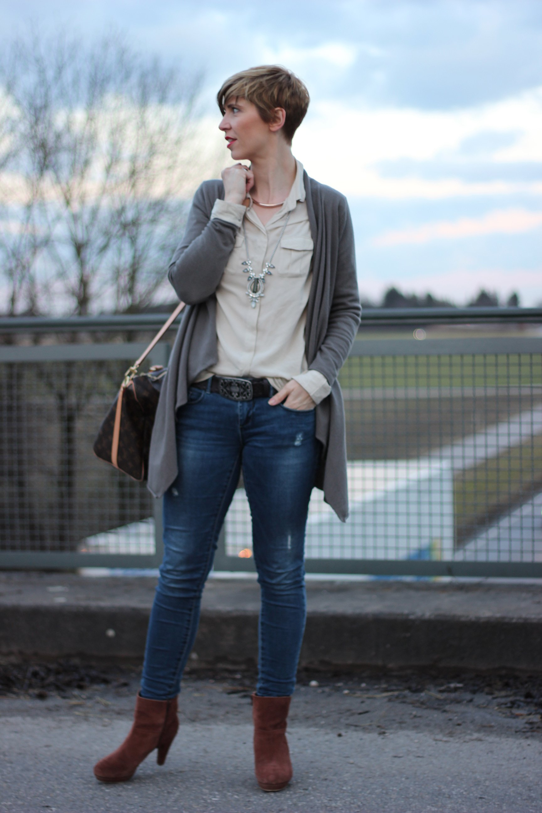 IMG_0910a_Cardigan_Boden_Only_Jeans_MarcoPolo_Bluse_StellaandDot_Kette_Office_buero