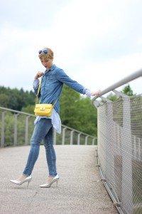 IMG_4749a_longbluse_denimallover_jeanshemd_Jeanshose_Allsaints_H&M_gelb
