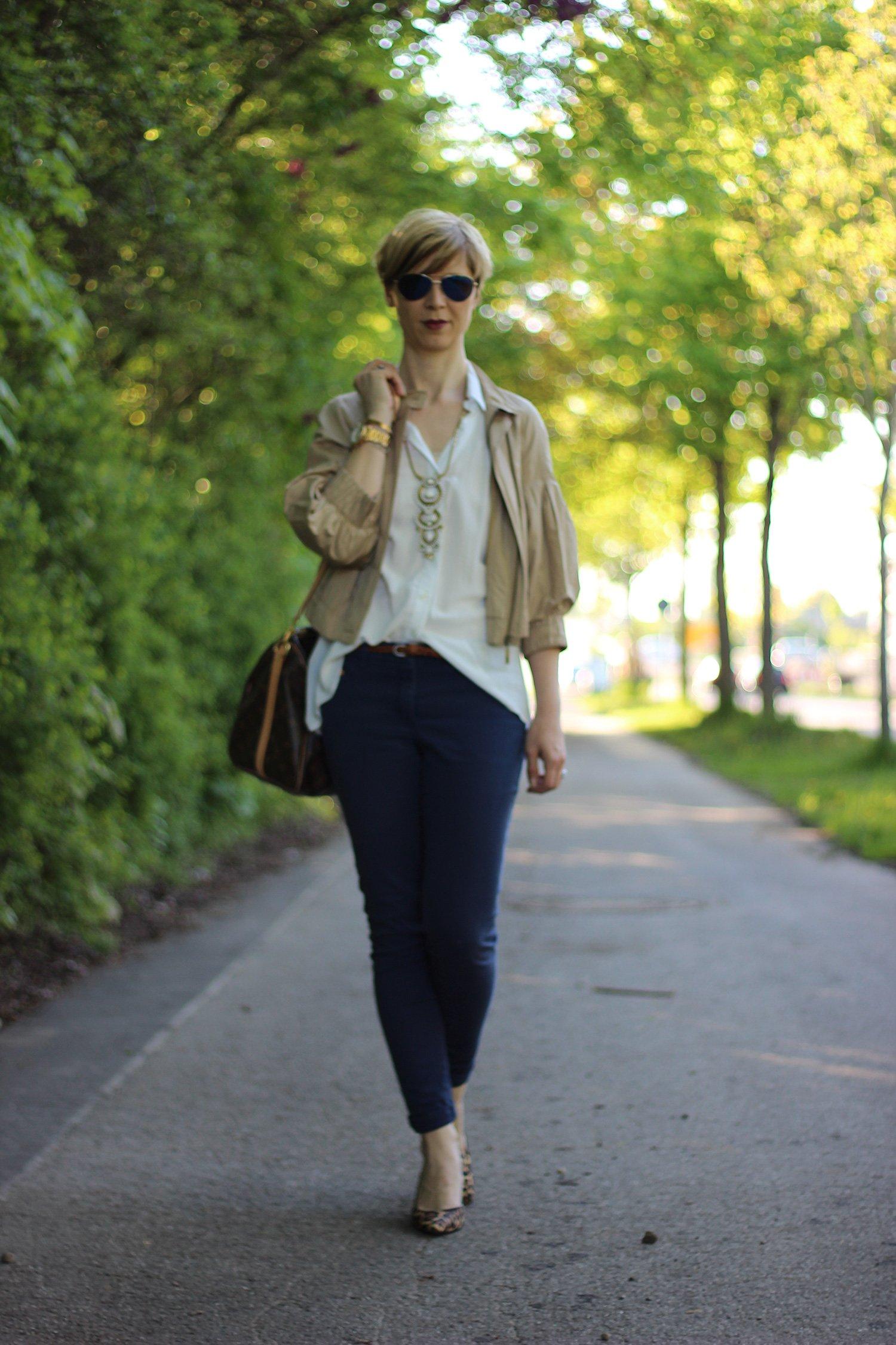 IMG_4079a_IG_leo_leopumps_blue_blau_Lace_Spitze_Bluse_Stellaanddot_Outfit_AHemadundaHos_Conny_Fashion_Modeblog_Escada