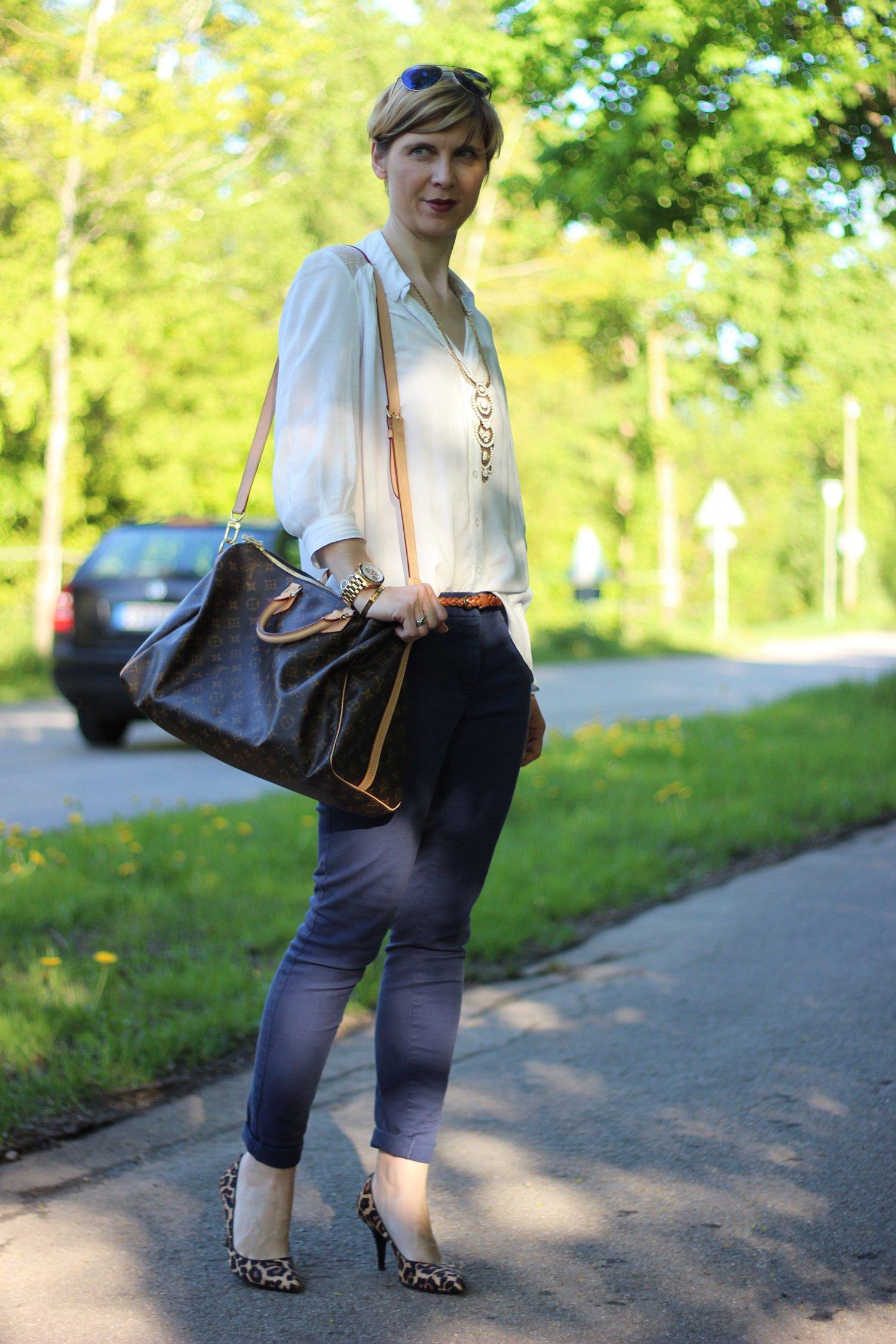 IMG_4130a_leo_leopumps_blue_blau_Lace_Spitze_Bluse_Stellaanddot_Outfit_AHemadundaHos_Conny_Fashion_Modeblog_Escada