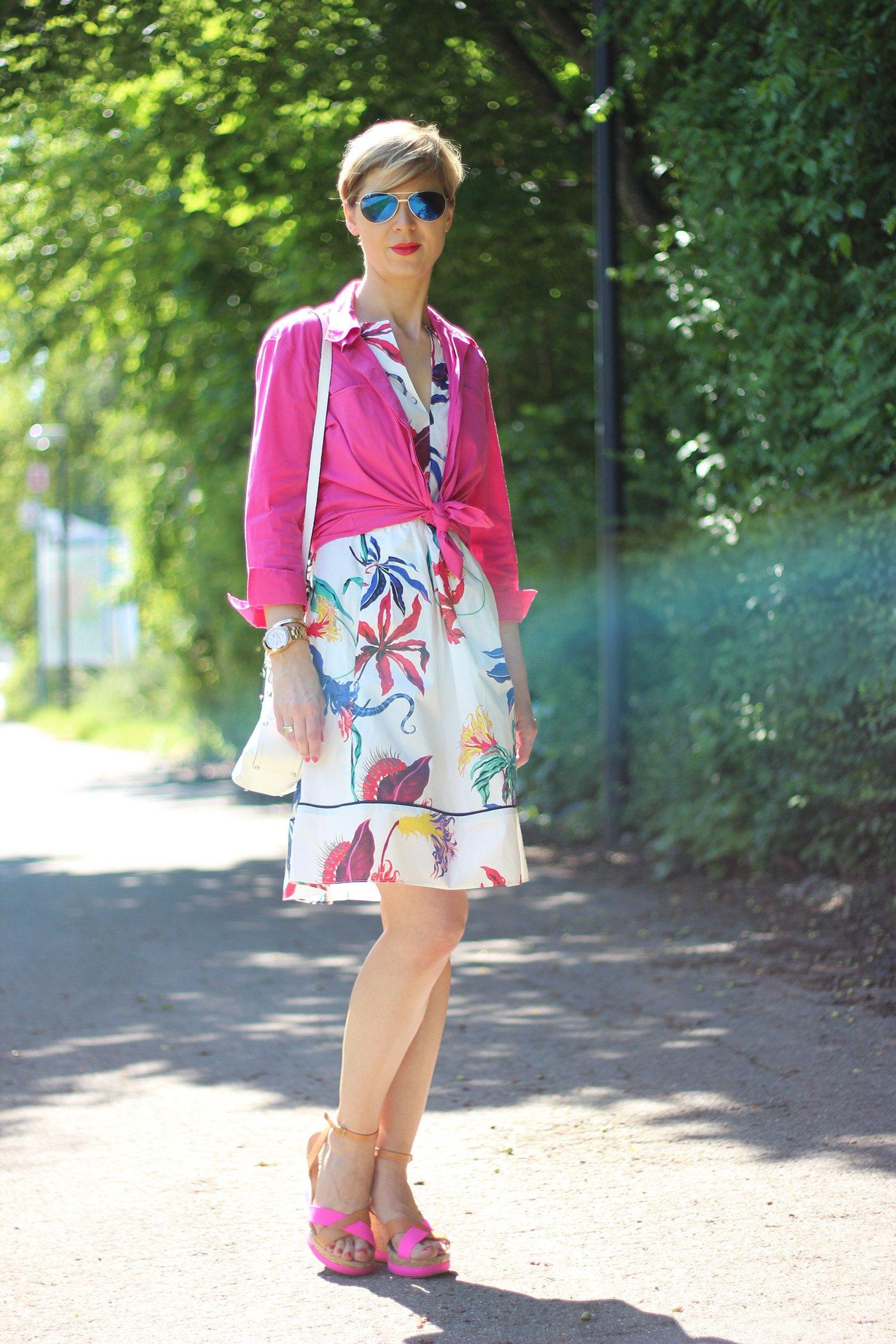 IMG_5913a_Blumenkleid_Flower_Dress_ConnyDoll_AHemadundaHos_Sommerkleid_summerdress