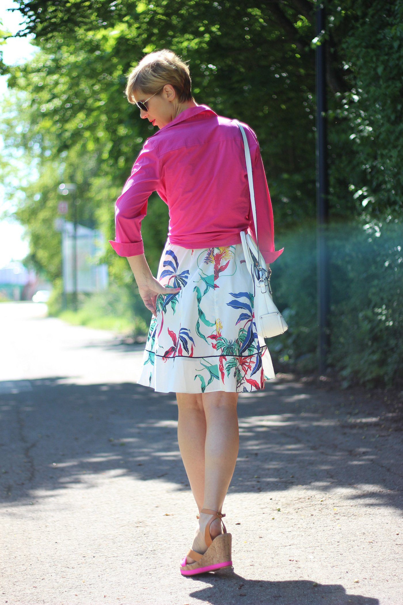IMG_5921a_Blumenkleid_Flower_Dress_ConnyDoll_AHemadundaHos_Sommerkleid_summerdress