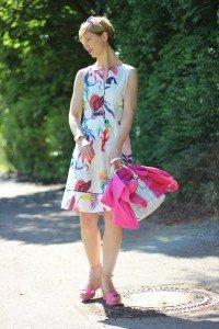 IMG_5935a_Blumenkleid_Flower_Dress_ConnyDoll_AHemadundaHos_Sommerkleid_summerdress