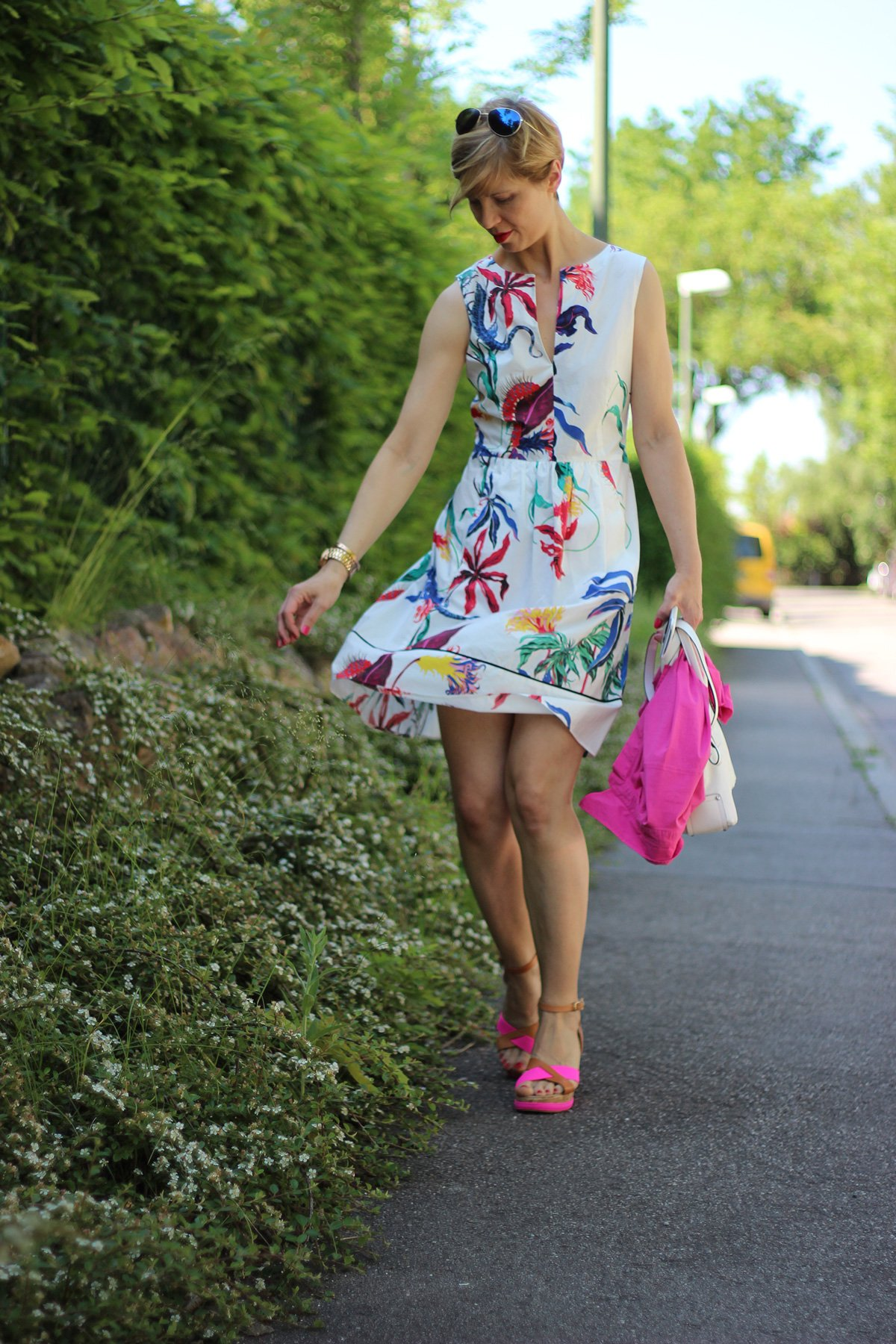 IMG_5954a_Blumenkleid_Flower_Dress_ConnyDoll_AHemadundaHos_Sommerkleid_summerdress