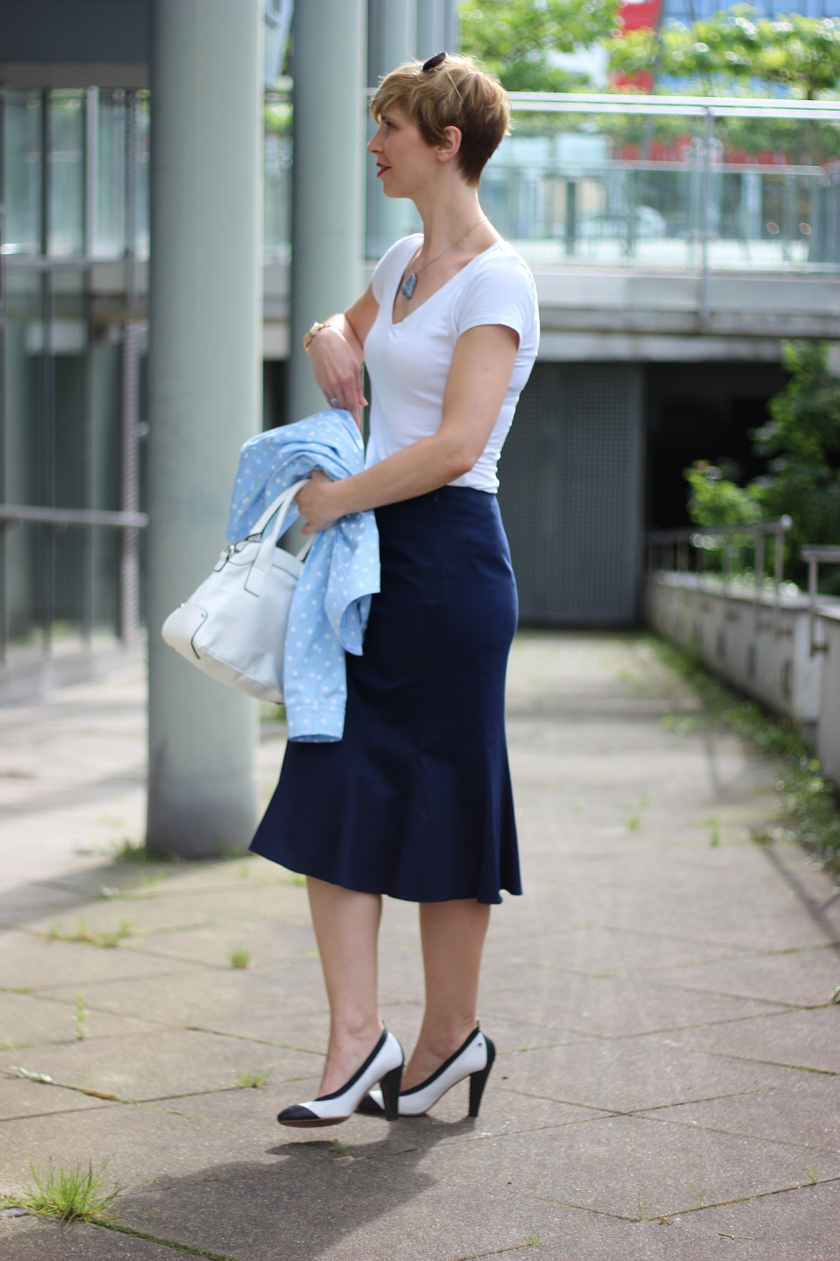 IMG_6372a_BaslerFashion_Godetrock_Punktejack_Hellblau_Blau_AHemadundahos_Fashion_outfit_