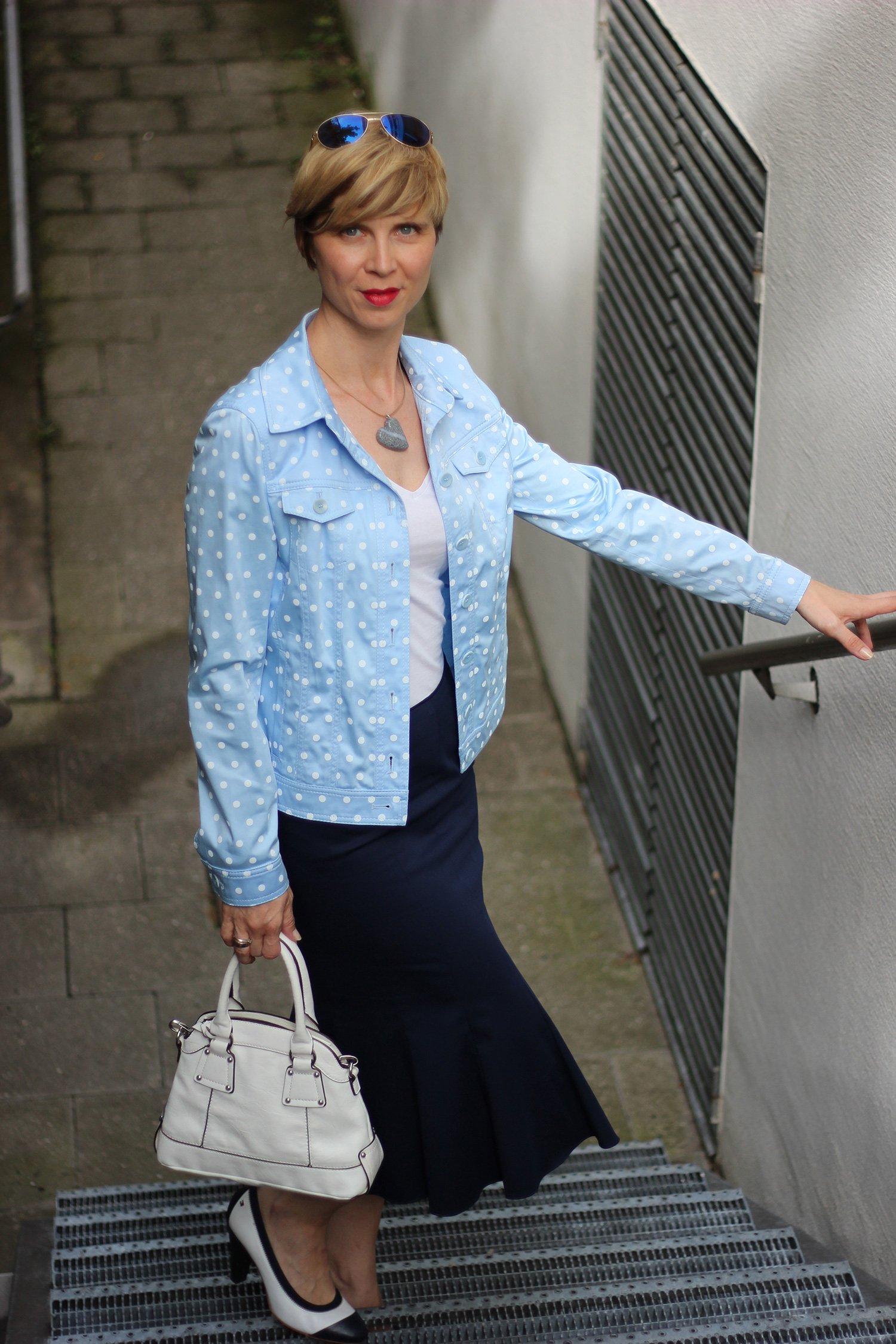 IMG_6385a_BaslerFashion_Godetrock_Punktejack_Hellblau_Blau_AHemadundahos_Fashion_outfit_