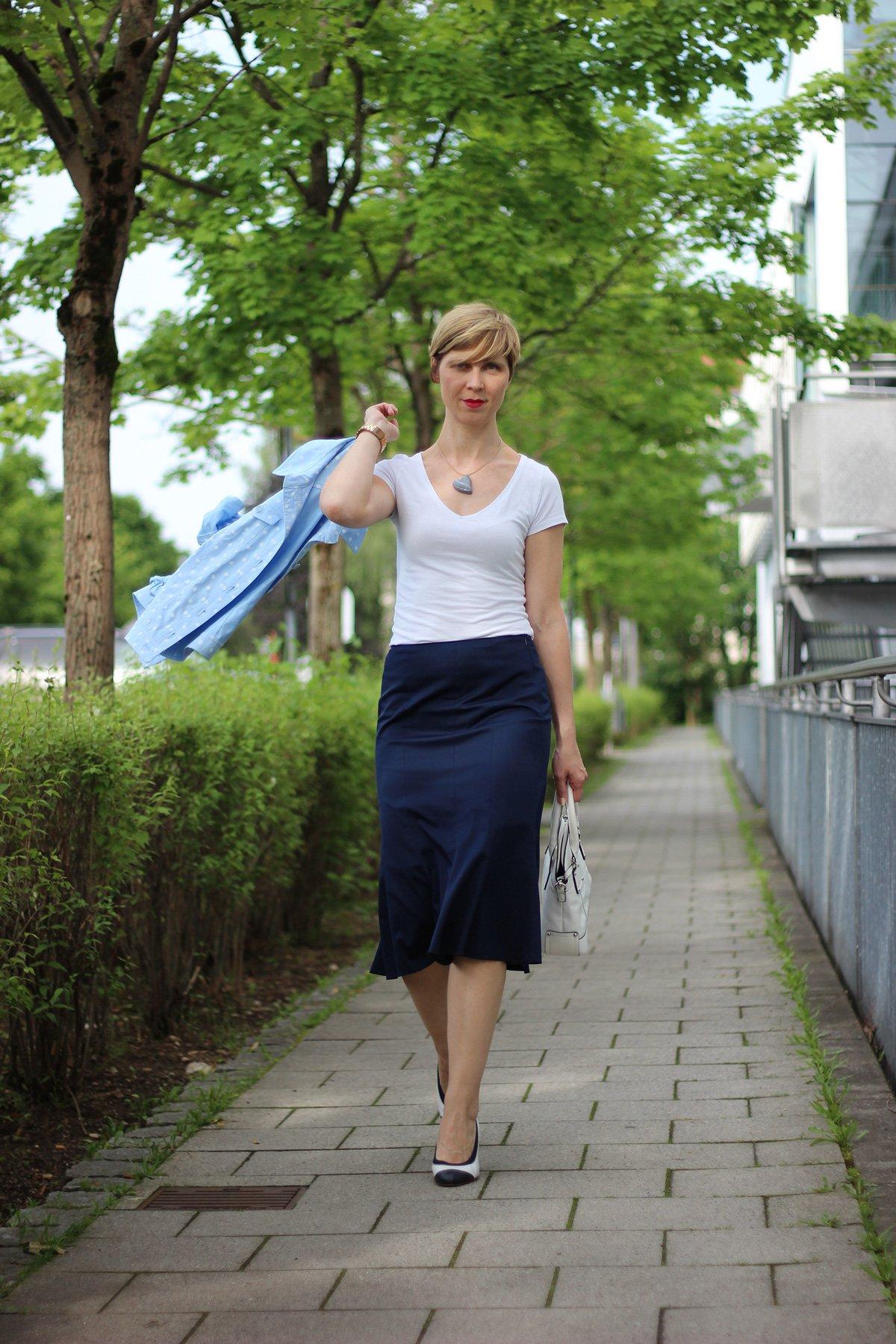IMG_6510_BaslerFashion_Godetrock_Punktejack_Hellblau_Blau_AHemadundahos_Fashion_outfit_