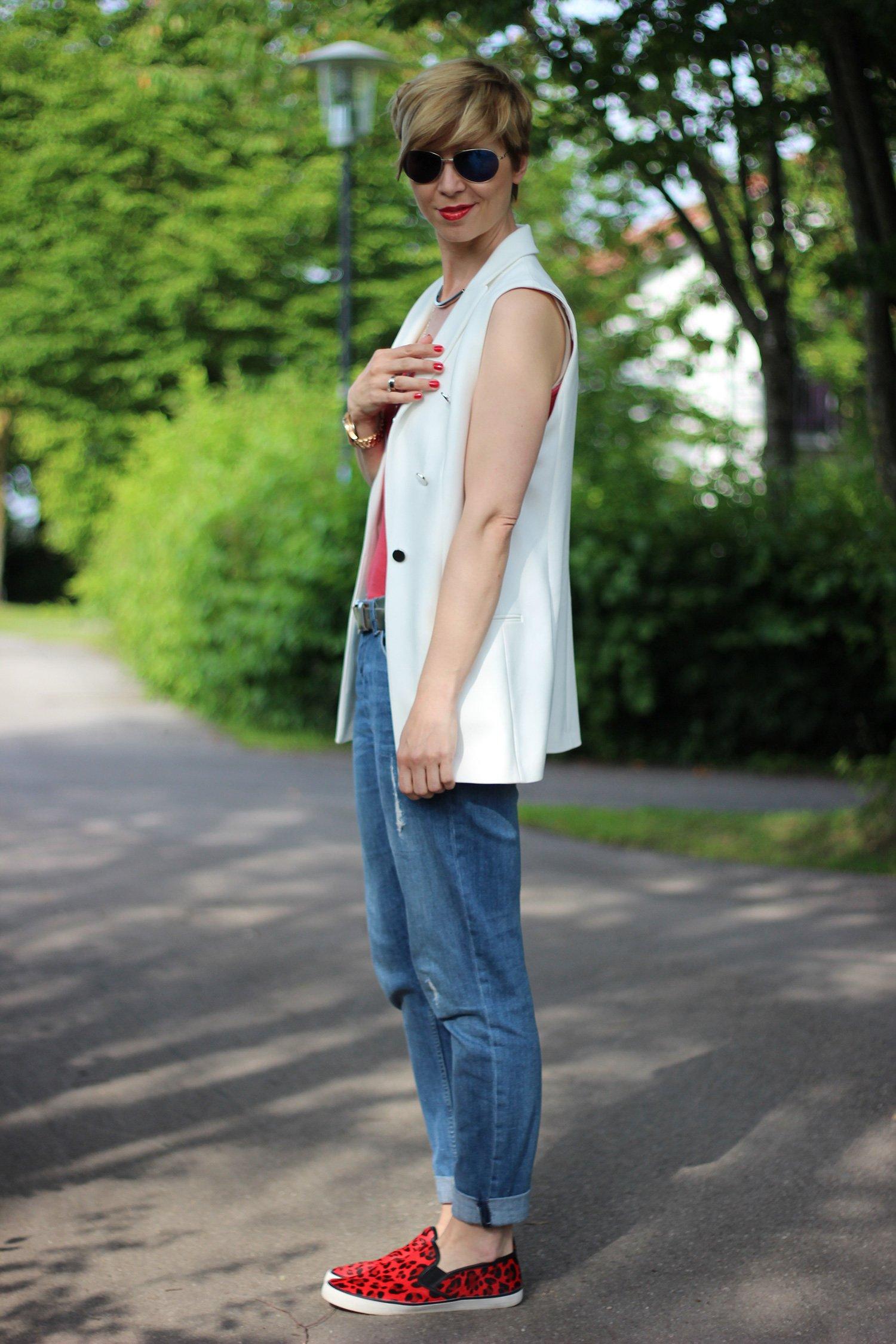 IMG_6834a_weisseWeste_WhiteVest_redleo_Sneaker_Boyfriend_MarcoPolo_H&M