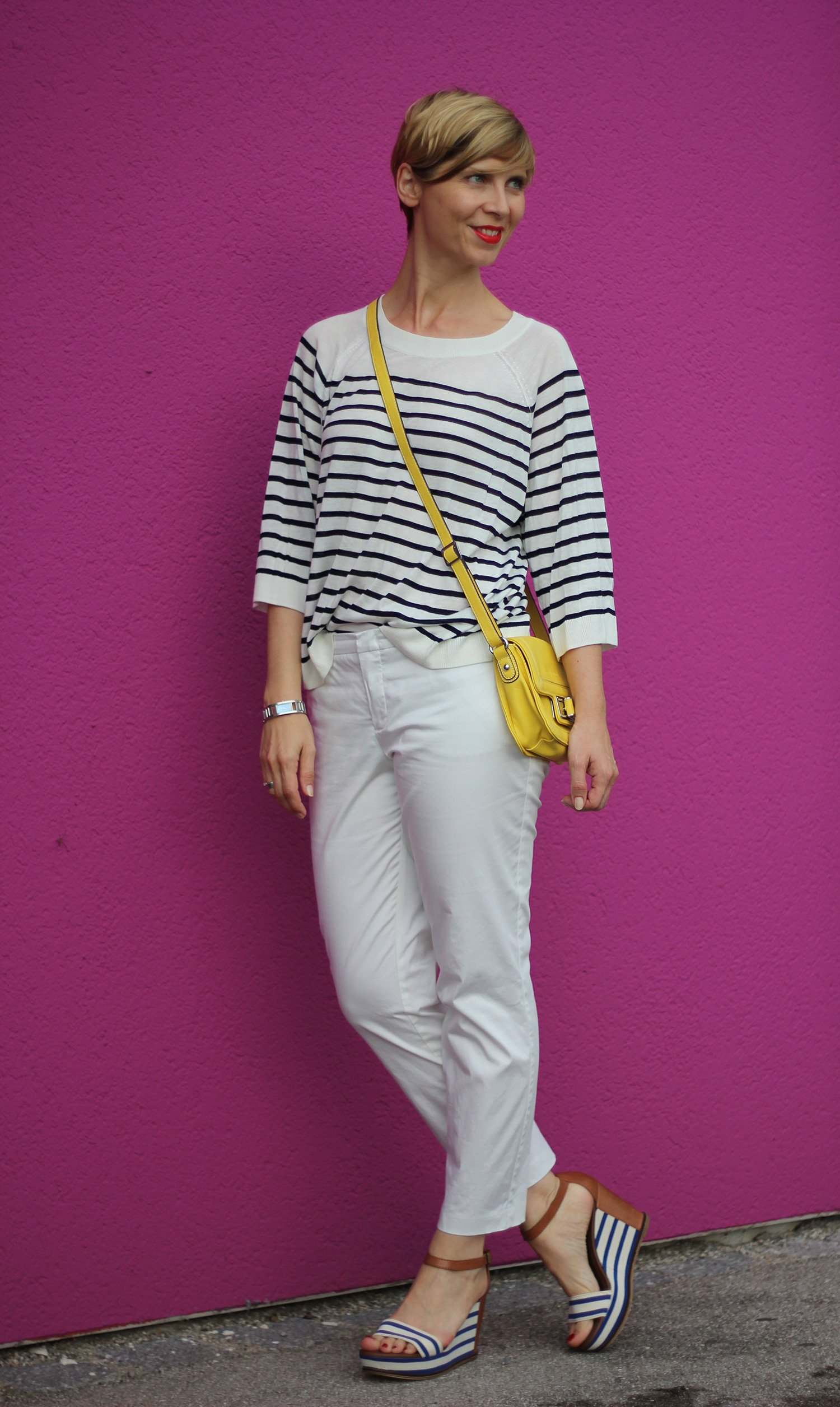 IMG_8237a_OUI_hose_weisse_weiß_white_Streifen_stripes_blue_white_Marcopolo_H&M_Shirt