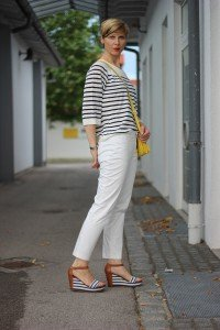 IMG_8246a_OUI_hose_weisse_weiß_white_Streifen_stripes_blue_white_Marcopolo_H&M_Shirt