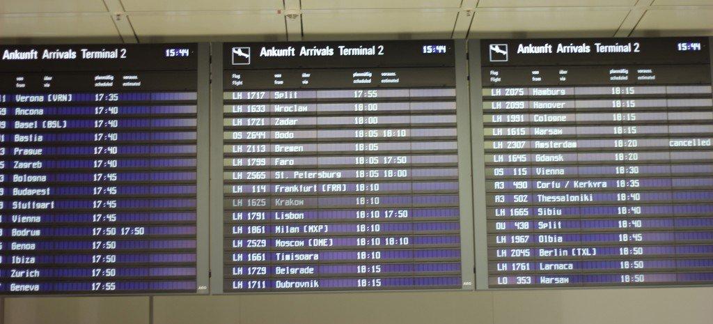 IMG_8518a_Flughafen_Muc_Ankunftstafel_Arrivals