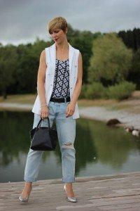 IMG_0463a_Levis501_DestroyedJeans_ü40_fashionblog_oui_weste_MetallicHeels_blackandwhite_schwarz_weiß_Top_casual_Ahemadundahos