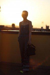 IMG_0682a_H&M_Jumpsuit_Fashionoverforty_AHemadundaHos_Conny_schwarz_weiß