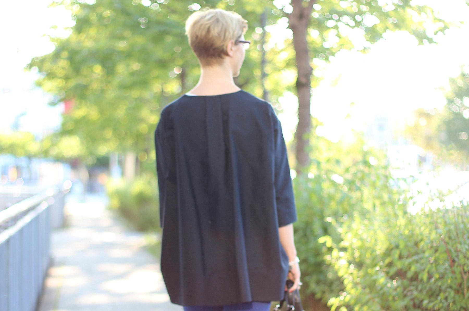 IMG_1678a_Header_COS_Blazer_BlackyDressBerlin_weißesT-Shirt_Sandaletten
