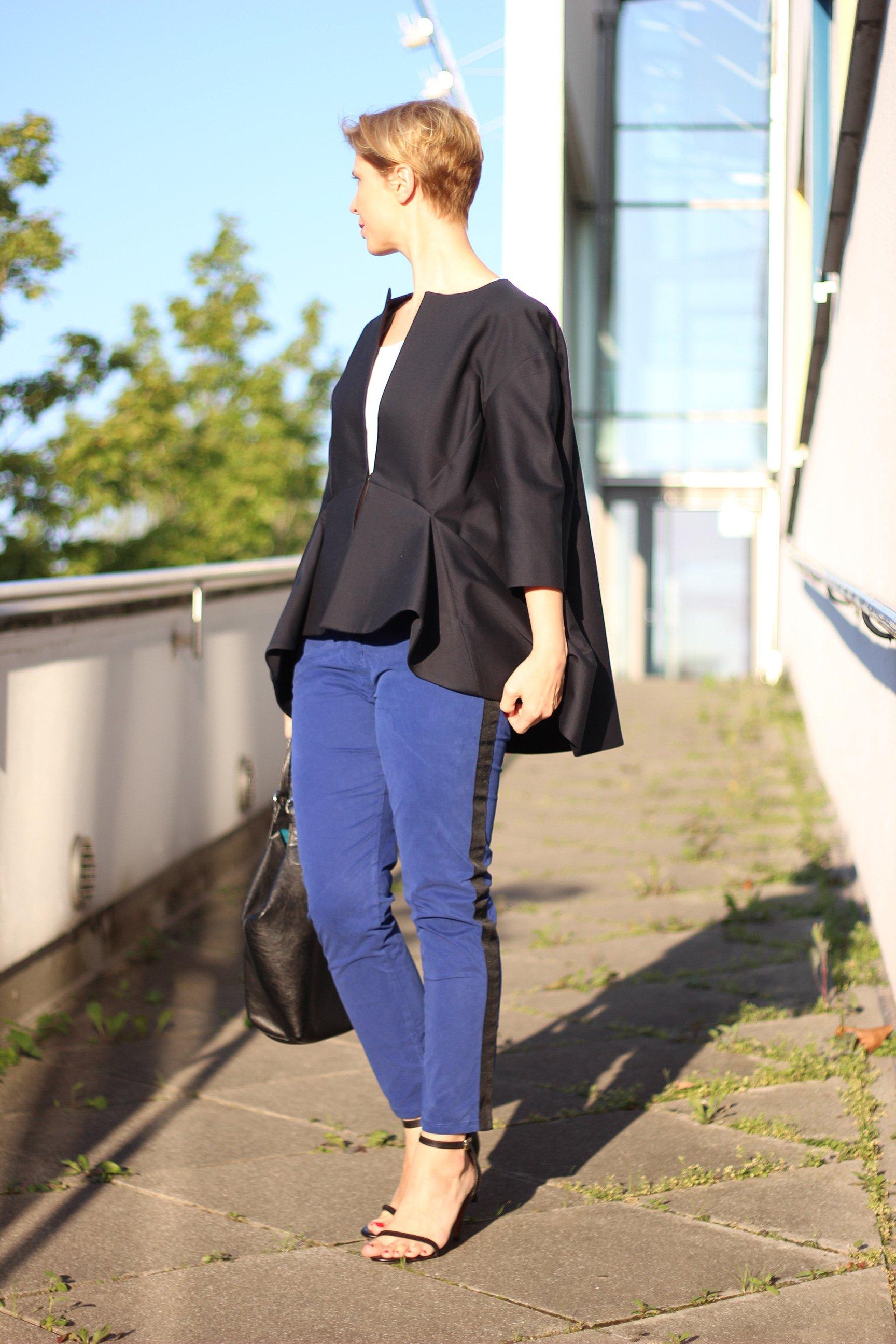 IMG_1709a_COS_Blazer_BlackyDressBerlin_weißesT-Shirt_Sandaletten