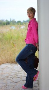 IMG_9126a_Schlagjeans_FlaredLeg_3suisses_Pink_Escada_Bluse_AHemadundaHos_ConnyDoll