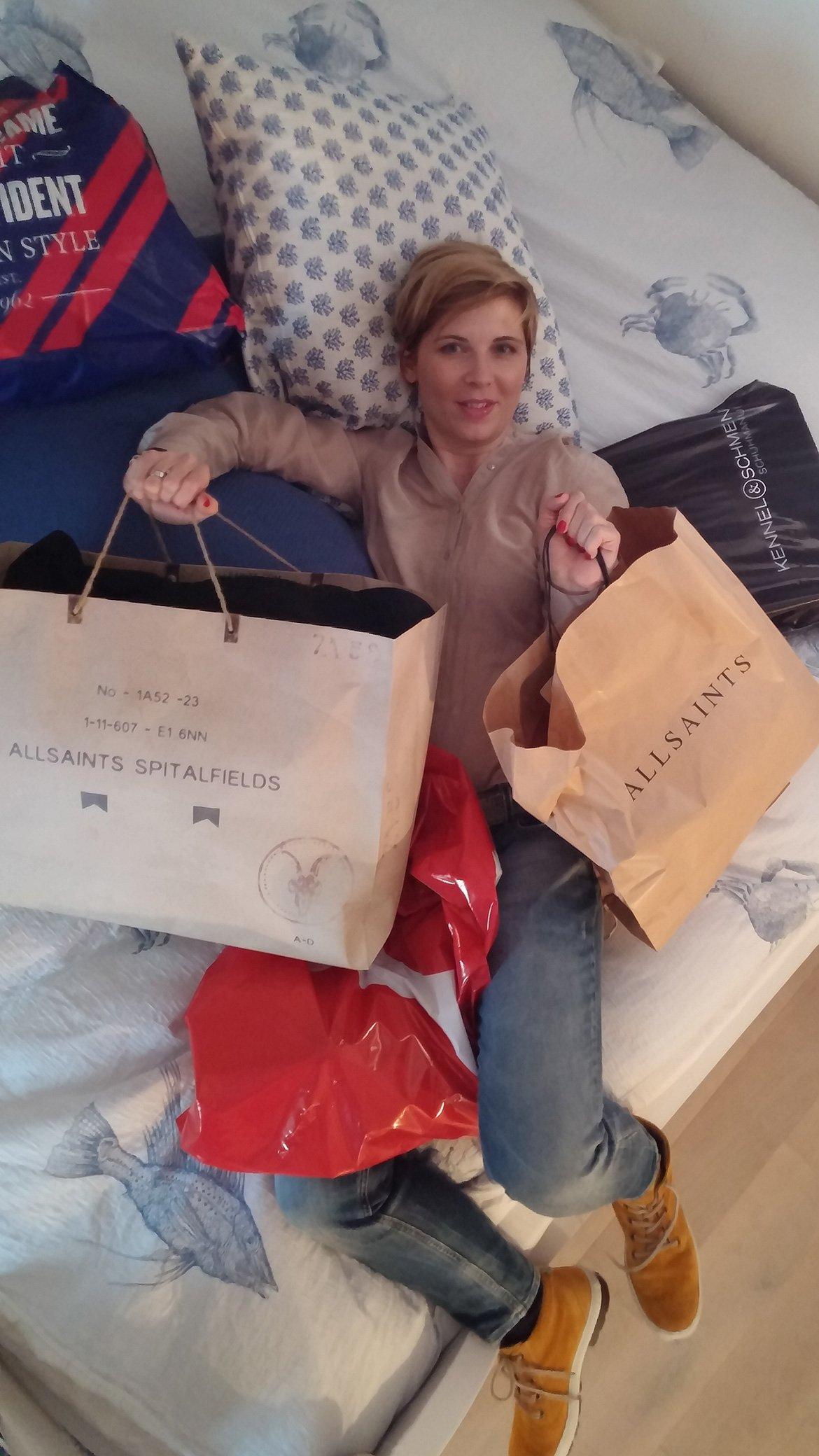 20151031 163630 shoppingausbeute im bett styleoutlet. Black Bedroom Furniture Sets. Home Design Ideas