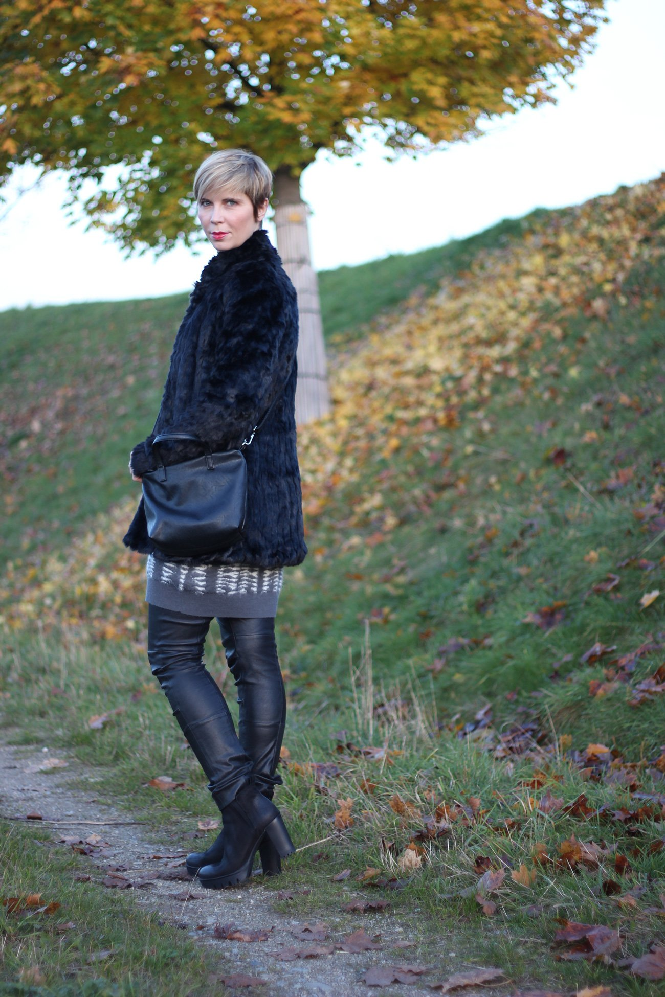 IMG_6651a_Kleid_AllSaints_Herbststyling_ConnyDoll_AHemadundahos_Strickkleid_Fashionblog_Modeblog_40plus