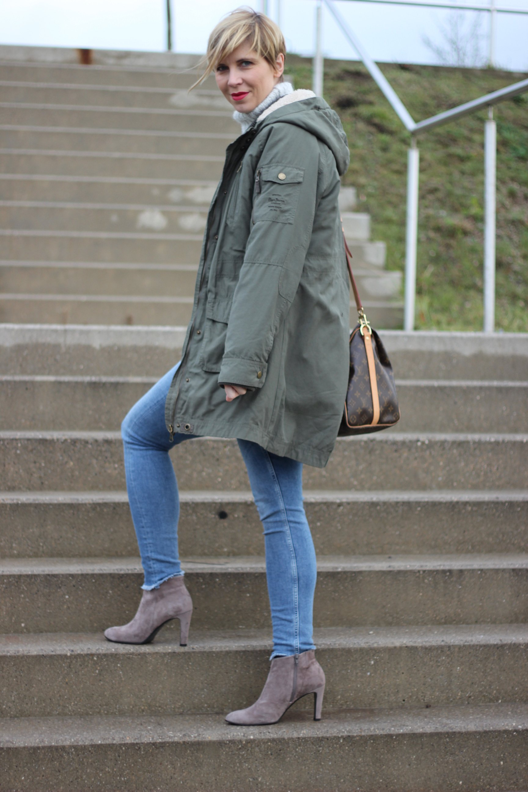 IMG_8830a_Zara_Rollkragen_casual_Jeans_Only_ConnyDoll_AHemadundahos_KennelundSchmenger_Boots_Marcopolo_Bluse
