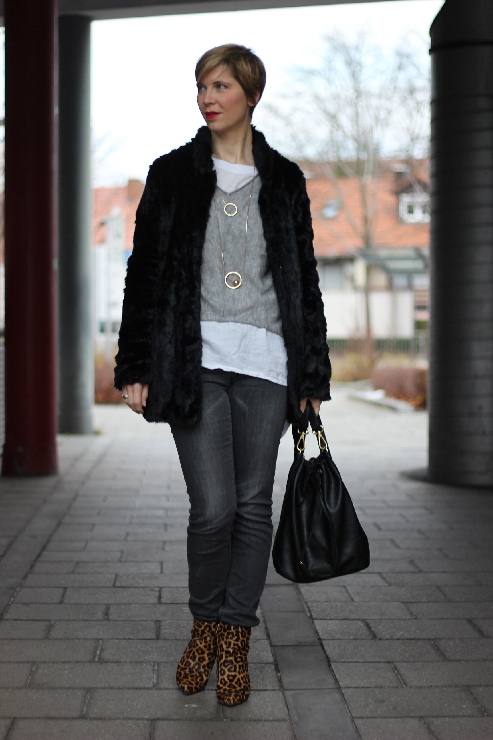 IMG_9058a_casual_grau_Only_FreePeople_Pullover_Layering_Goldschmuck_Leoboots_SamEdelman
