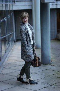 IMG_2328a_Zara_Cardigan_KhakiPants_Casual_Conny_Ahemadundahos_turtlenecksweater_Rollkragen_beige_Airfield_jacke