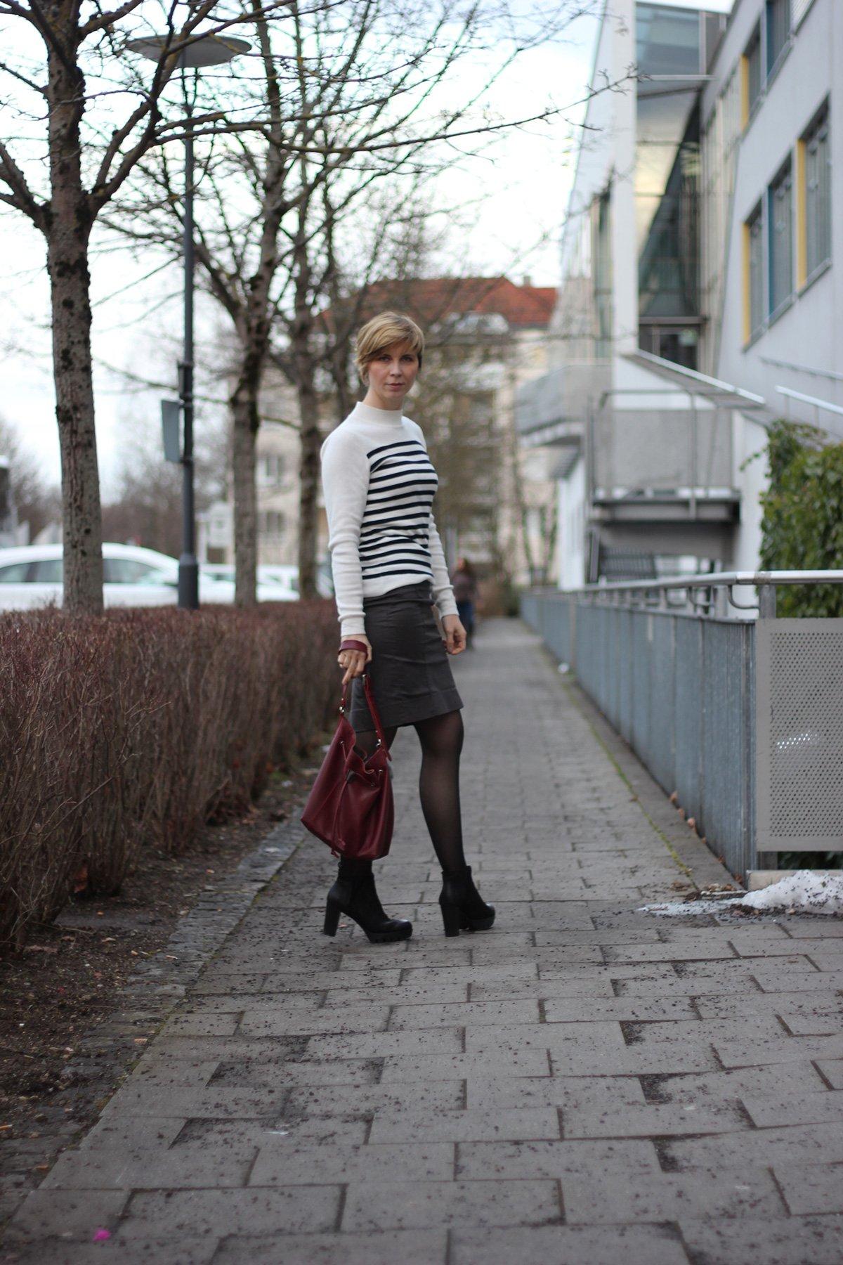 Streifenpullover, Bleistiftrock - Outfit casualchic