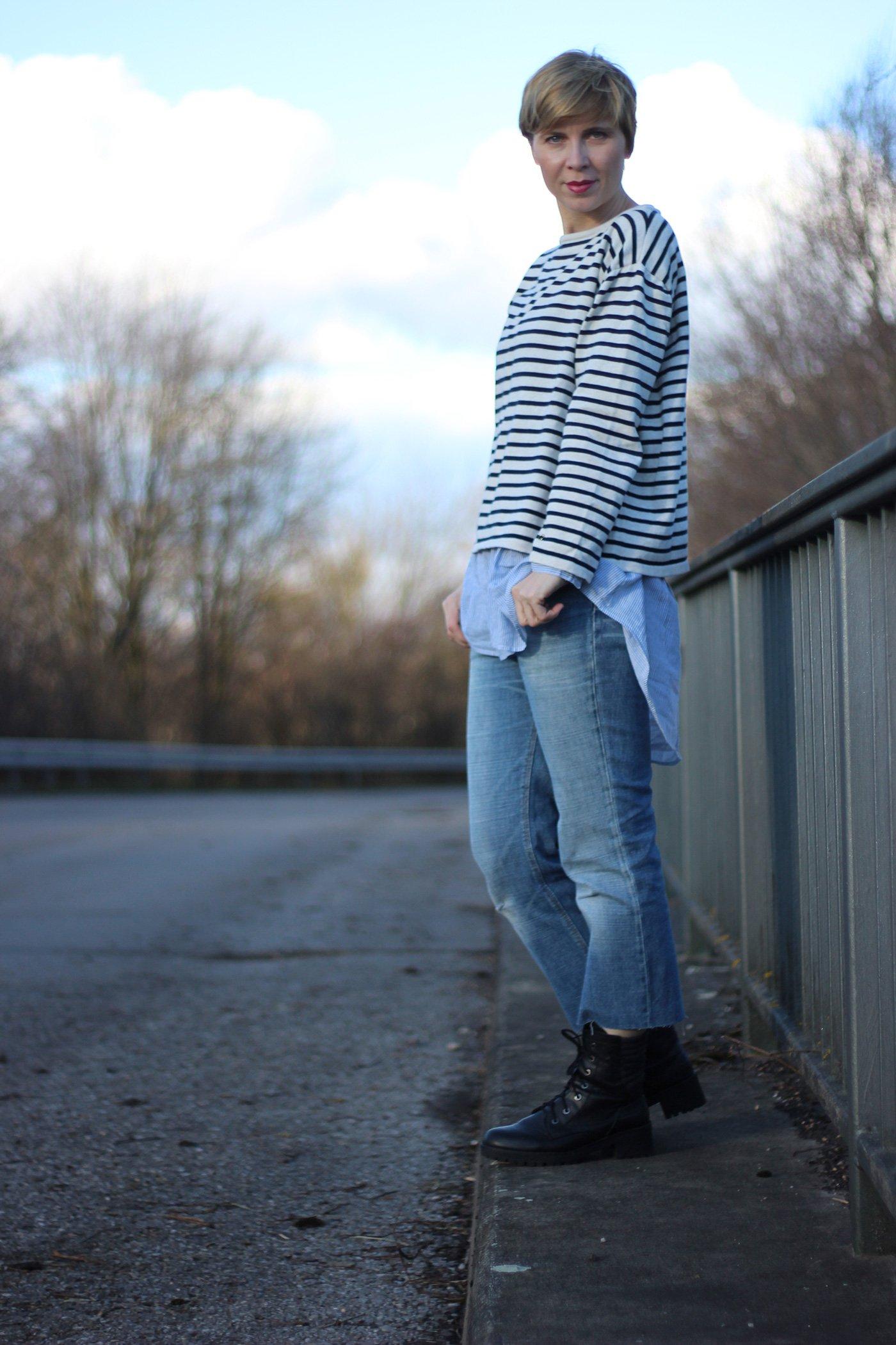 DIY-Jeans mit Streifensweater und Streifenbluse, DIY-Jeans