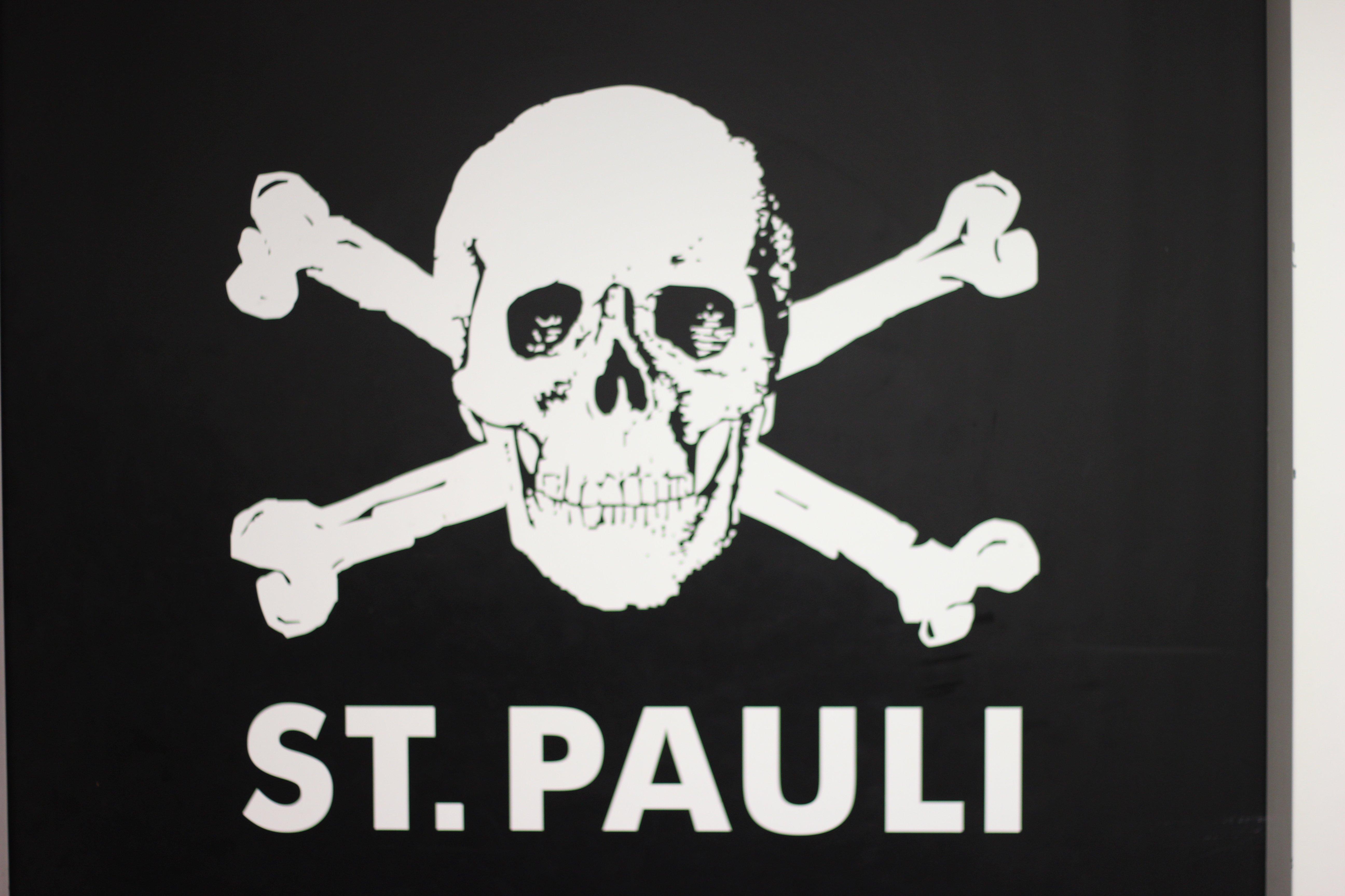 Radisson Blu - Logo St. Pauli - Besuch Millerntor Stadion