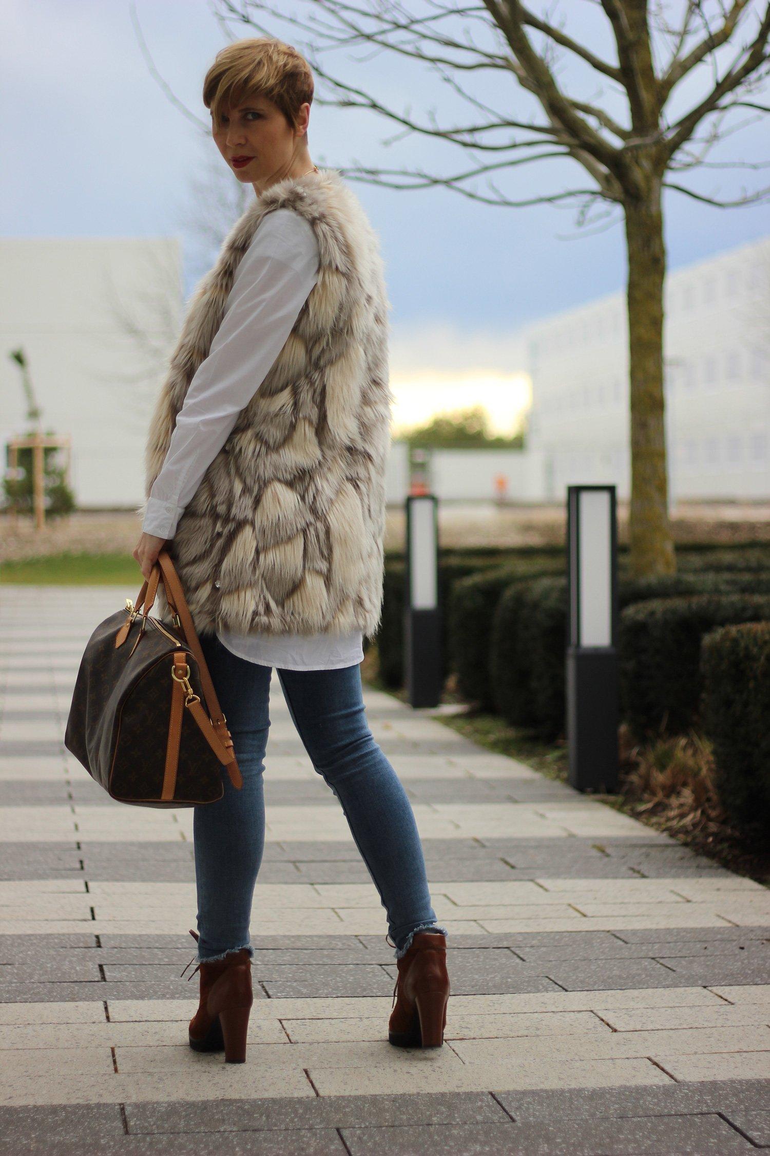 SoftRebel, Longbluse, Fakefur, Weste, Gadea-Schuhe, Allsaints, Jeans, Louis Vuitton, Tasche, Lieblingsladen, Schal, Goldschmuck