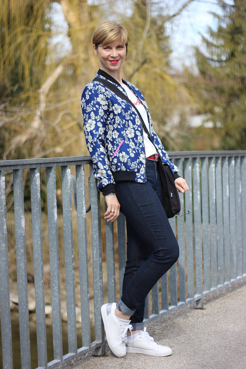 Fashion, Shirt, ü40Blog, Jeans, und T-Shirt, redirected, HappyGirlsaretheprettiest, casual, lässig, sportlich, connydoll, Blouson, Bomberjacke, Blumen