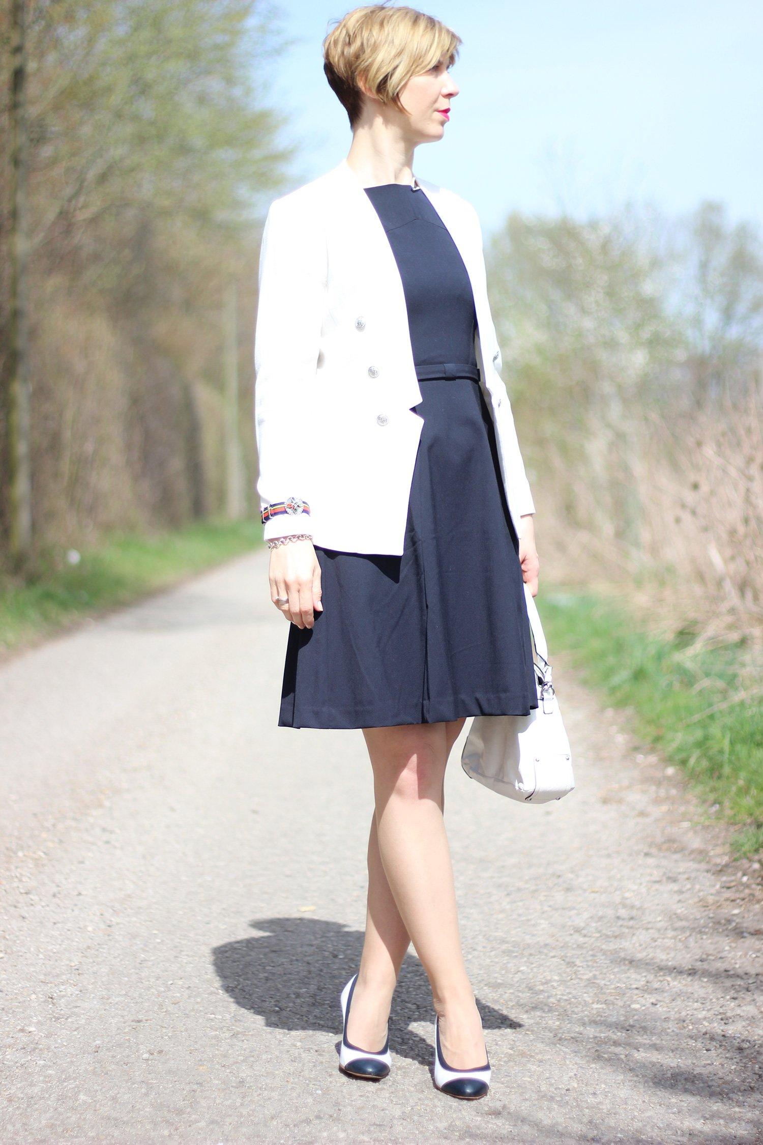 dunkelblau, Kleid, weißer Blazer, Hilfiger pumps, Kommunion, Styling