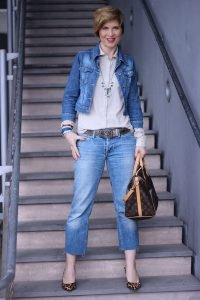 Denim, Trenchweste, ärmelloser Trench, denim allover, Jeansjacke, Leo, Pumps, Louis Vuitton,