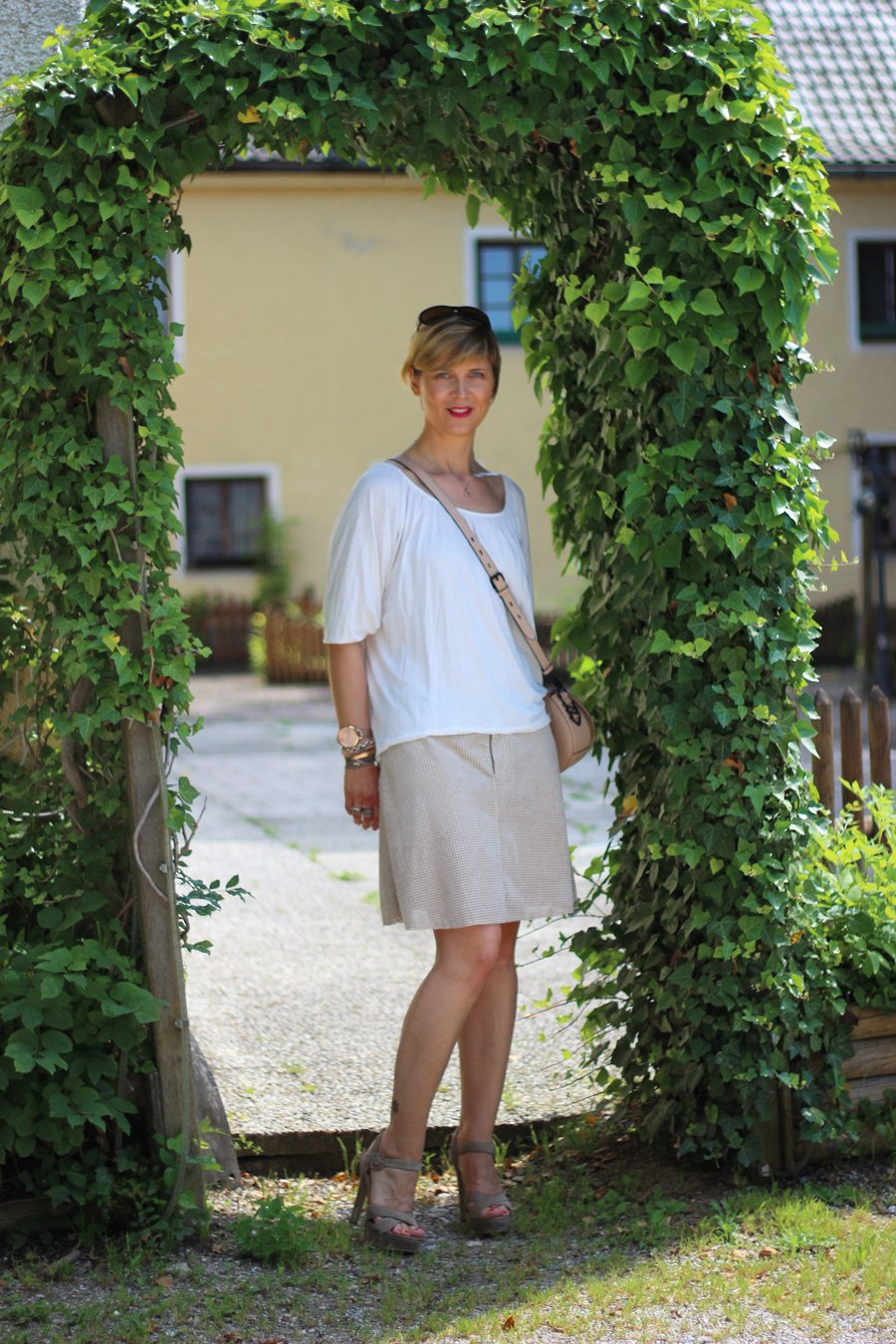 Lederrock, Boss Orange, Entspannung, Giveaway, Me and I, lässiger Sommeroutfit, Highheels, Hallhuber