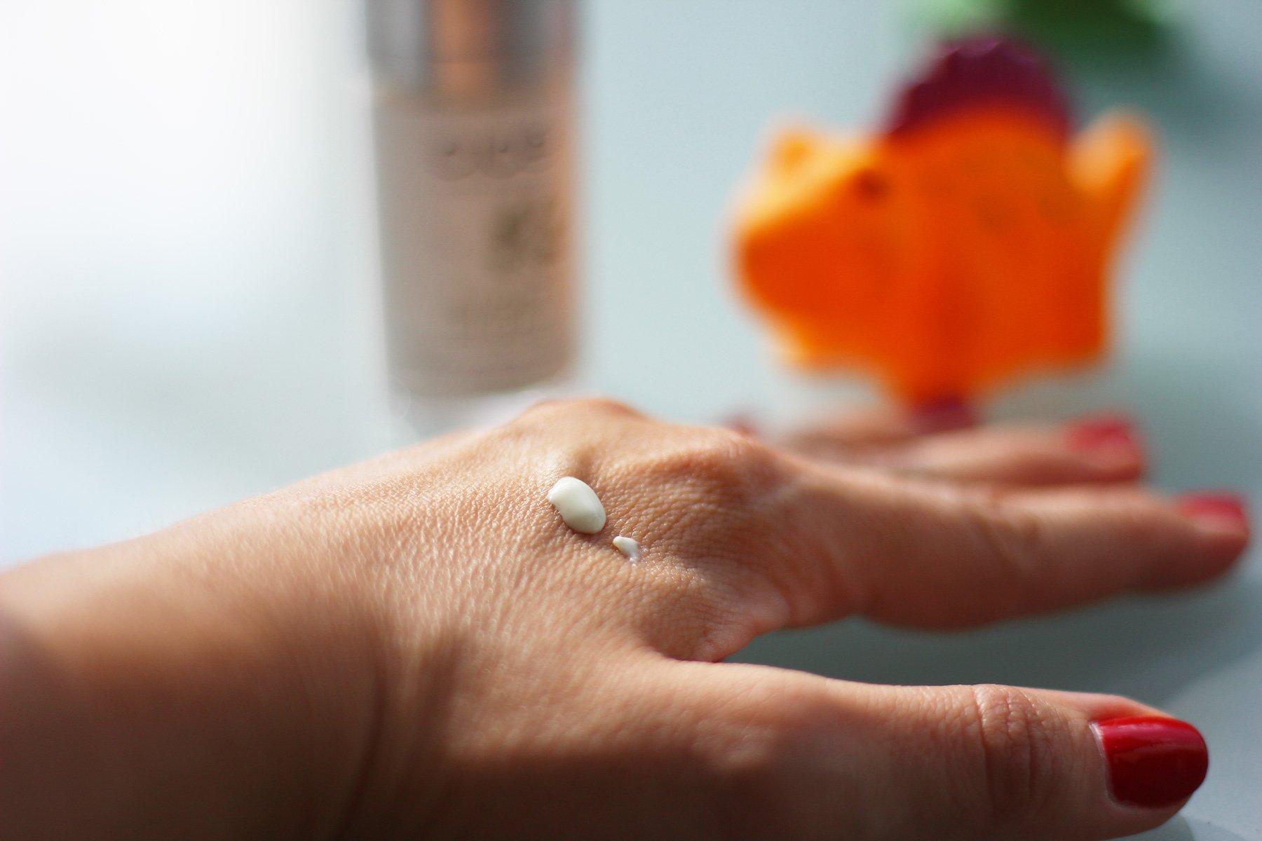 Cicé Augenpflege, Produkt auf der Hand