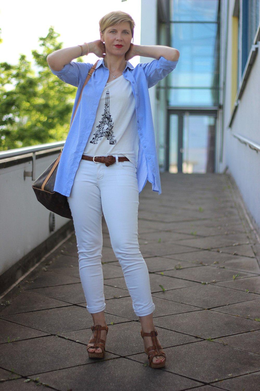 Weisse hose blaues hemd