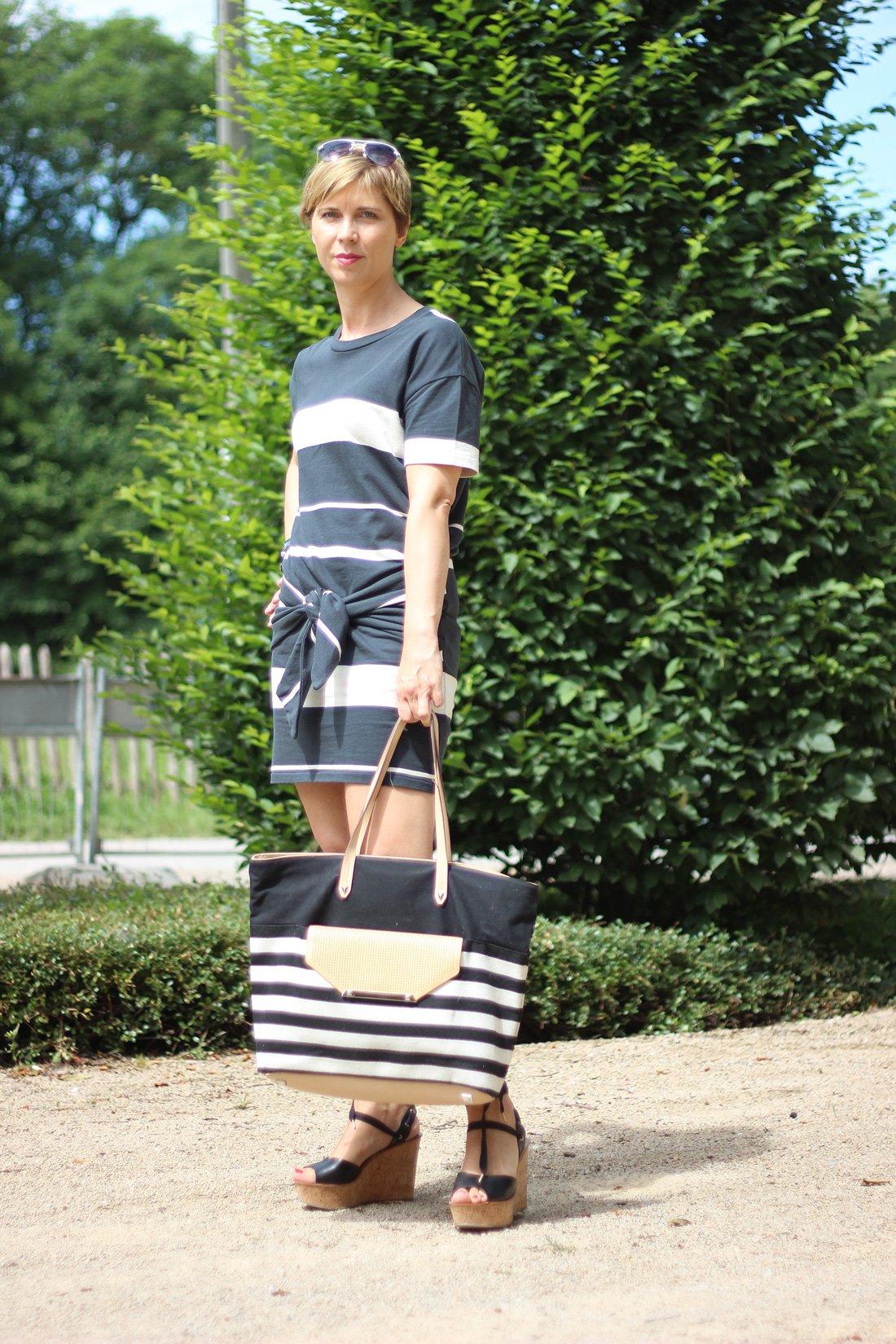 Harmonie in der Mode, Proportionen, Minikleid, Blockstreifen, AllSaints, Wedges, Topshop, Stella&Dot, ConnyDoll, ü40Blog, Fashionblog