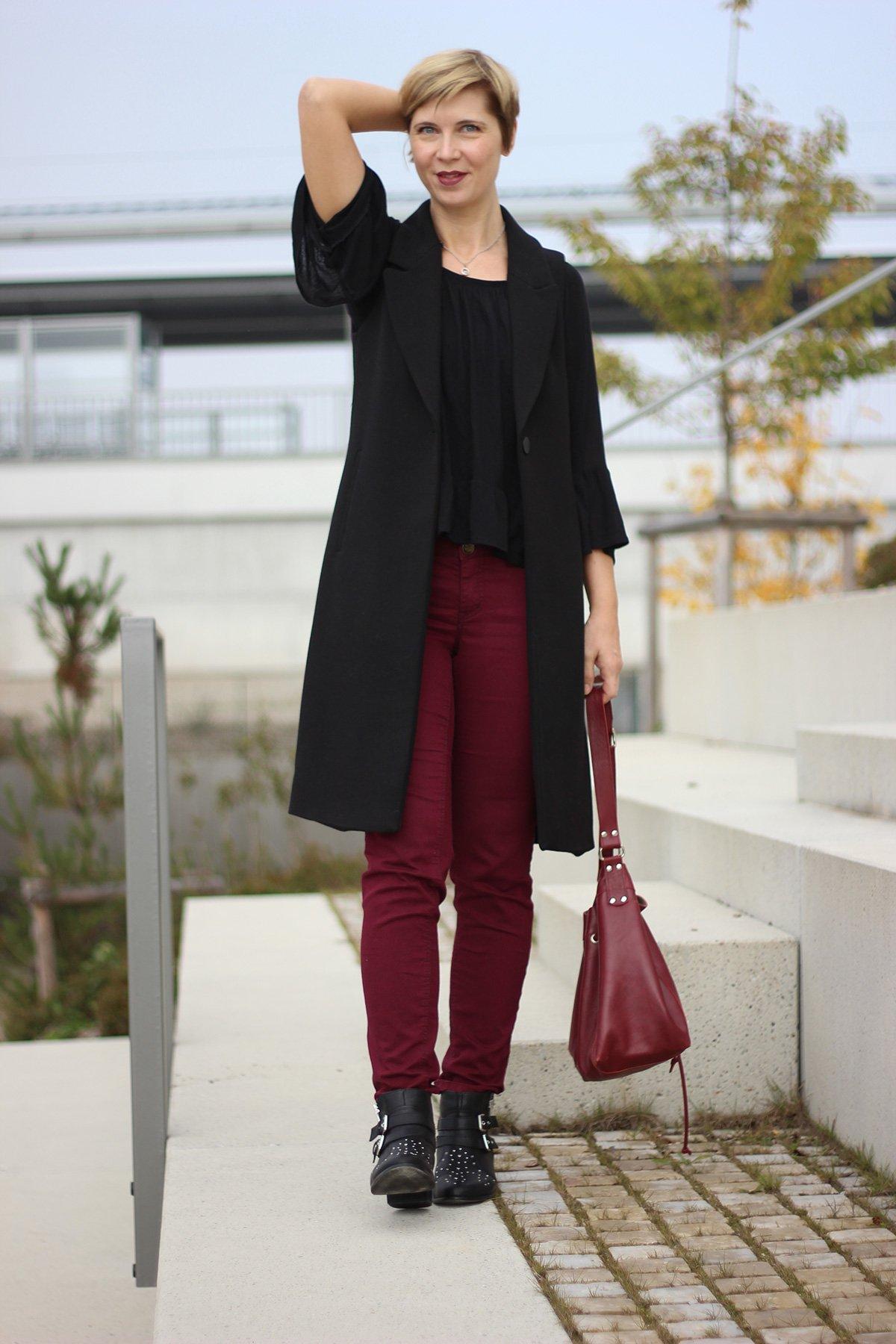 Burgunder, Herbstlook, lange Weste, Long vest, WENZ, Only, Nietenschuhe, Mango-Shirt, Conny Doll, Fashionblog
