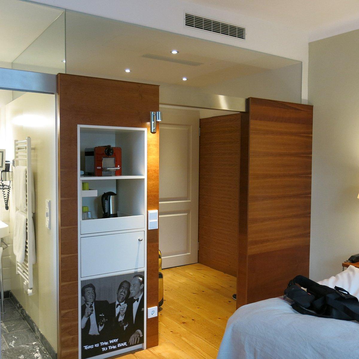 Salzburg, Sightseeing, Ausflug, Wochenende, Conny Doll, Sehenswürdigkeiten, Hotel Auersperg, Blick ins Zimmer